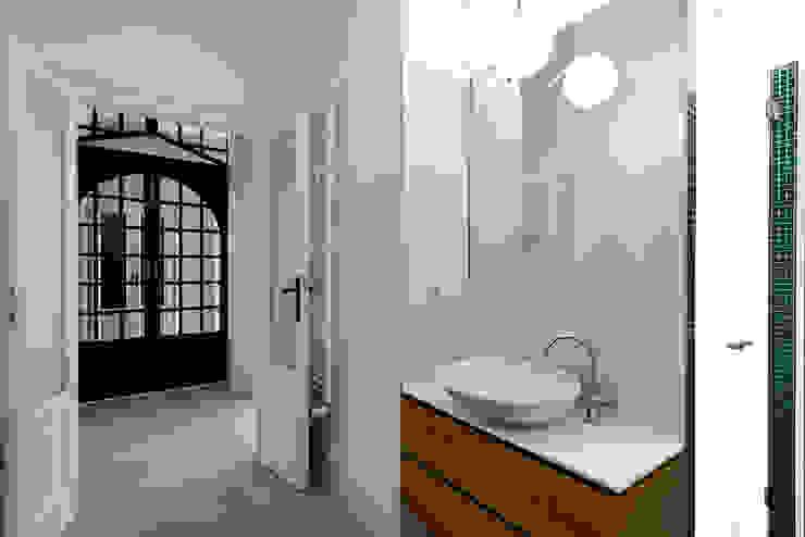 Classic style bathroom by Tommaso Giunchi Architect Classic