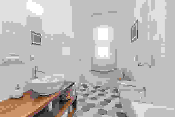 Modern style bathrooms by Facile Ristrutturare Modern