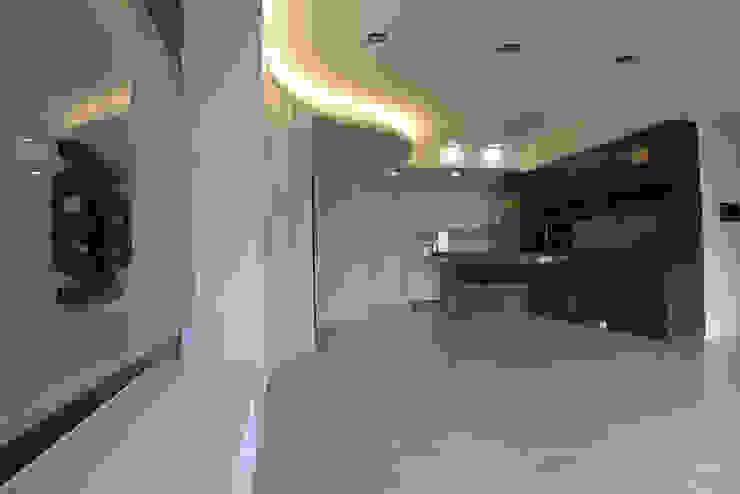 Modern Living Room by 萩野空間設計 Modern
