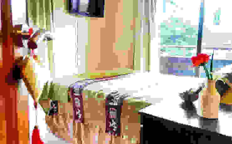 Dormitorios de estilo  por LOSADA ARQUITECTURA