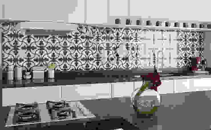 Detalhe do Revestimento 🔴 8HAUS - ARQUITETOS ASSOCIADOS 🔴 Cozinhas minimalistas Azulejo Preto
