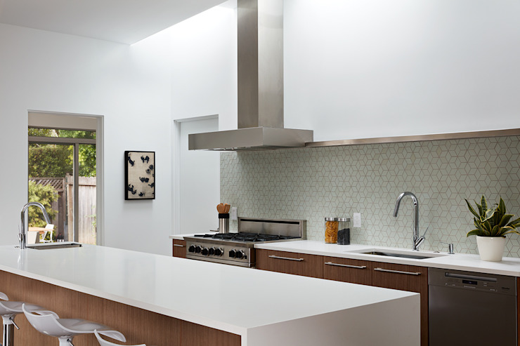 San Carlos Midcentury Modern Remodel:  Kitchen by Klopf Architecture,