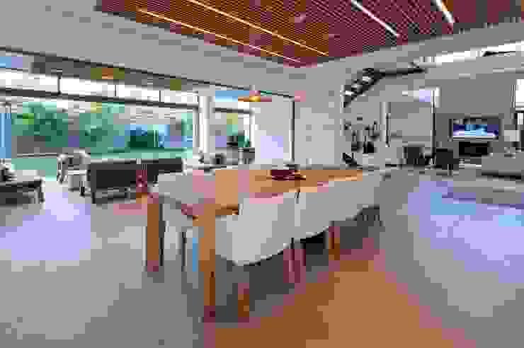 Project Stellenbosch Modern dining room by Dear Zania Interiors Modern