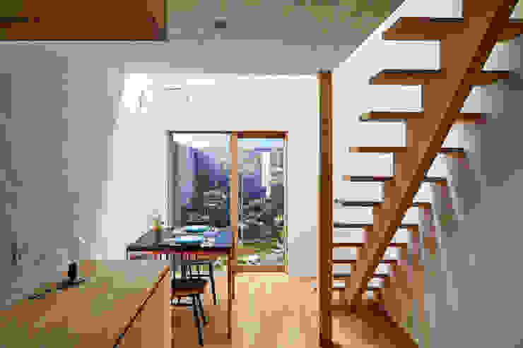 Livings de estilo moderno de 一級建築士事務所 こより Moderno