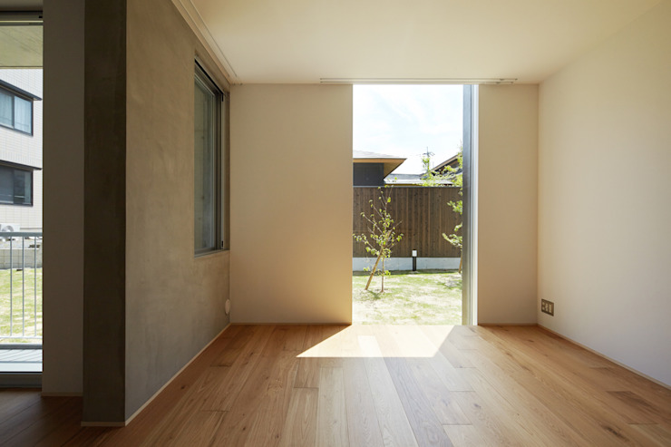 カントK 一級建築士事務所 こより モダンデザインの リビング 白色