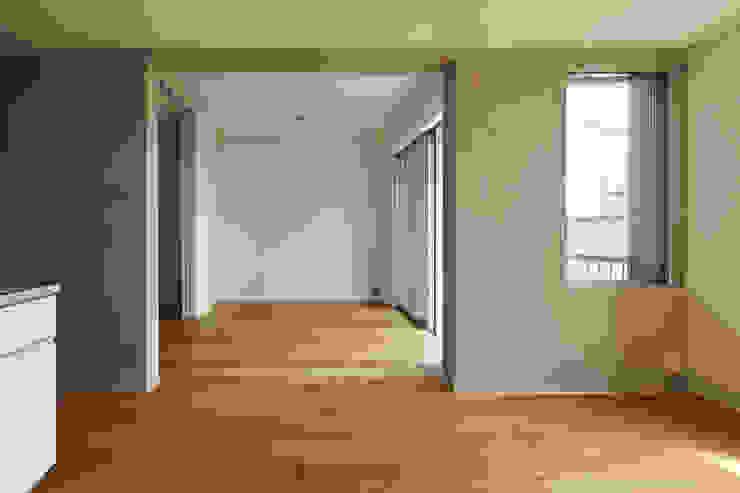 カントK 一級建築士事務所 こより モダンデザインの リビング 多色