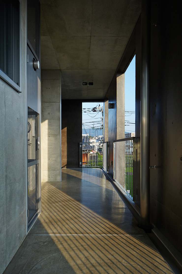 一級建築士事務所 こより Pasillos, vestíbulos y escaleras de estilo moderno Multicolor
