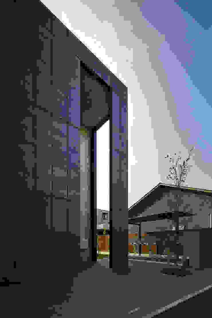 一級建築士事務所 こより Casas de estilo moderno Negro