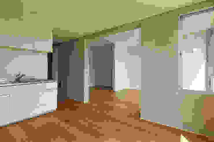 一級建築士事務所 こより Cocinas de estilo moderno Blanco