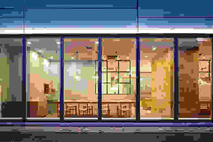 一級建築士事務所 こより 現代房屋設計點子、靈感 & 圖片 Multicolored
