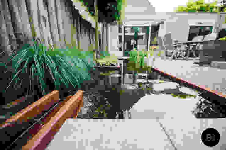 庭院 by Buro Buitenom exterieurontwerpers, 鄉村風