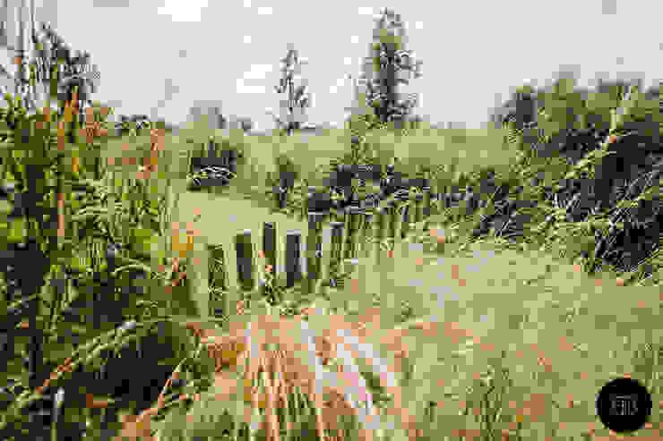 Kastanjehouten palen Landelijke tuinen van Buro Buitenom exterieurontwerpers Landelijk