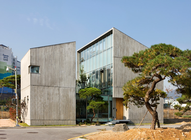 Houses by 수목피엠, Modern
