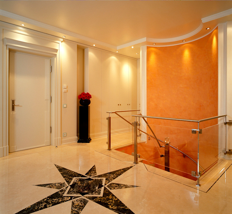 Classic style corridor, hallway and stairs by Hunke & Bullmann Classic
