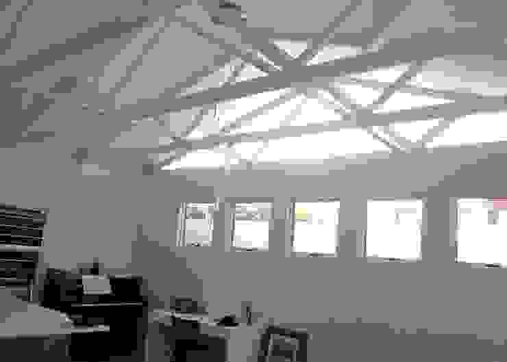 Phòng khách by Readykit Cape (Pty) Ltd