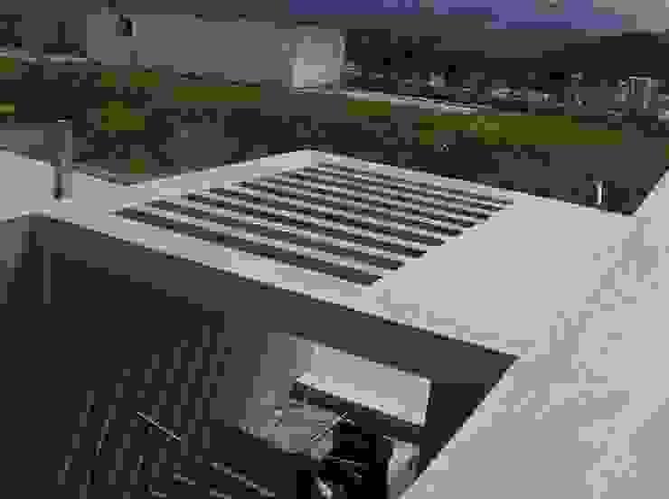Avance de obra. Vista superior pergola de concreto. Casas modernas de MARATEA estudio Moderno Concreto reforzado