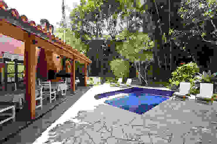 Egzotyczny basen od SET Arquitetura e Construções Egzotyczny