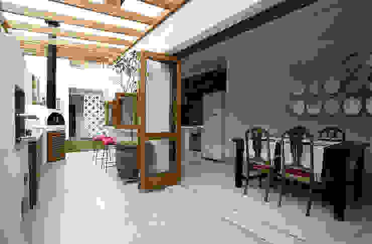Kitchen by SET Arquitetura e Construções