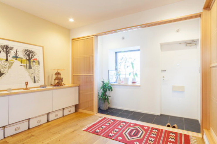 個室を減らして玄関を広く モダンスタイルの 玄関&廊下&階段 の 株式会社ブルースタジオ モダン