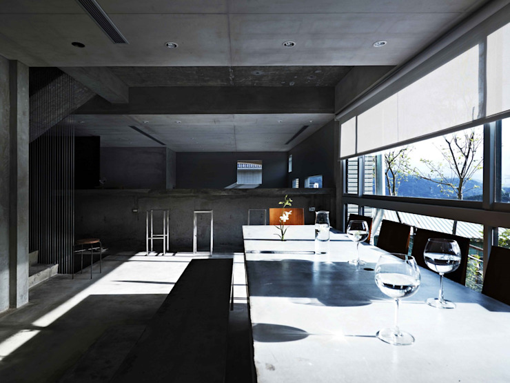 一張灌注的水泥長桌,錨定了家的中心 根據 本晴設計 簡約風 水泥