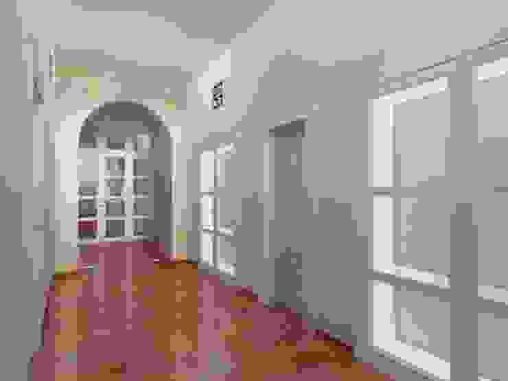 Der Umbau der Villa Hermannshof - Gang im 1.OG Klassische Kongresscenter von Peter Stasek Architects - Corporate Architecture Klassisch MDF