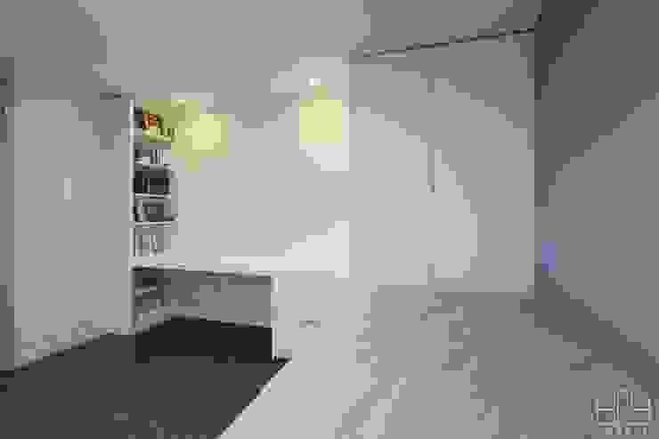 Modern Kid's Room by 홍예디자인 Modern