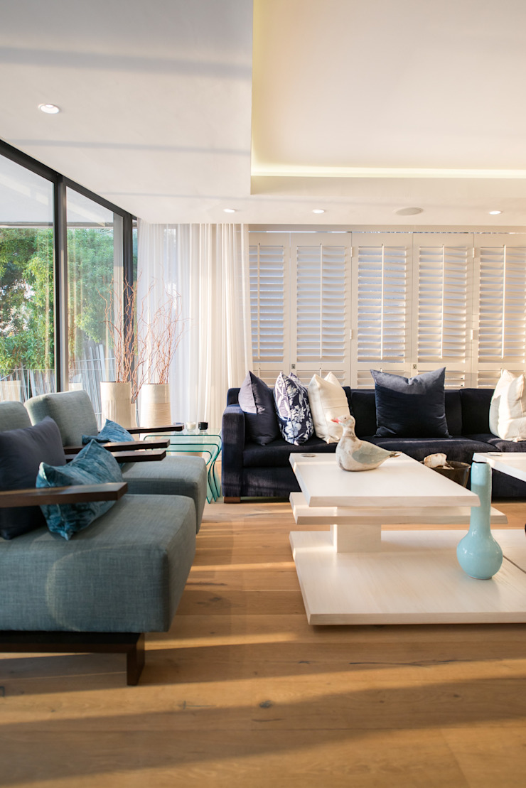 Luxurious Clifton Apartment Modern living room by Inhouse Modern