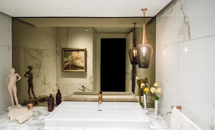 Luxurious Clifton Apartment:  Bathroom by Inhouse ,