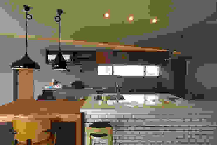 宝塚の家_太陽を取り込む家 北欧デザインの キッチン の 近藤晃弘建築都市設計事務所 北欧 タイル