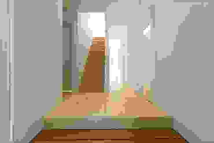 フォーレストデザイン一級建築士事務所 Modern Corridor, Hallway and Staircase