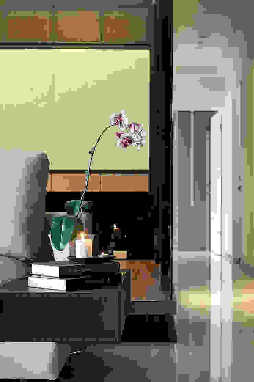 黑.調 現代風玄關、走廊與階梯 根據 舍子美學設計有限公司 現代風