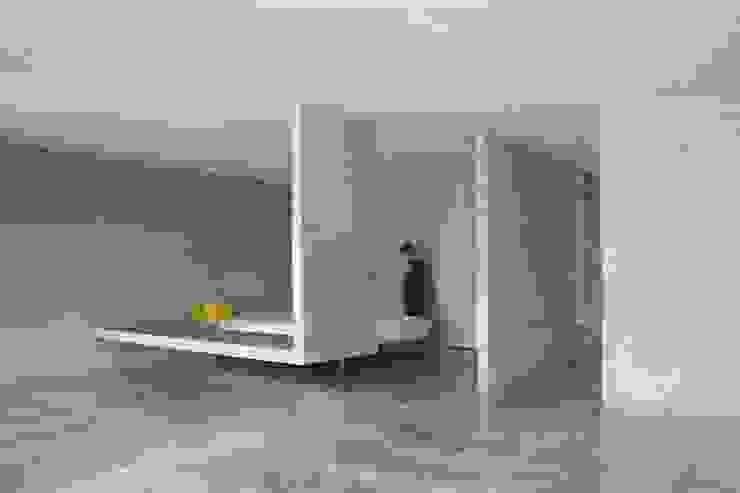 Phòng ngủ phong cách tối giản bởi 本晴設計 Tối giản