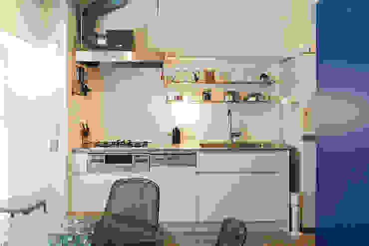 Kitchen by 株式会社ブルースタジオ, Modern