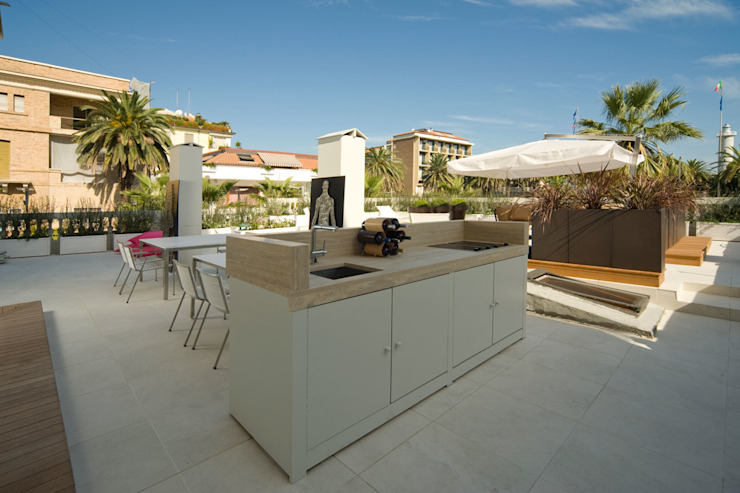 Balcones y terrazas de estilo moderno de Eusebi Arredamenti Moderno