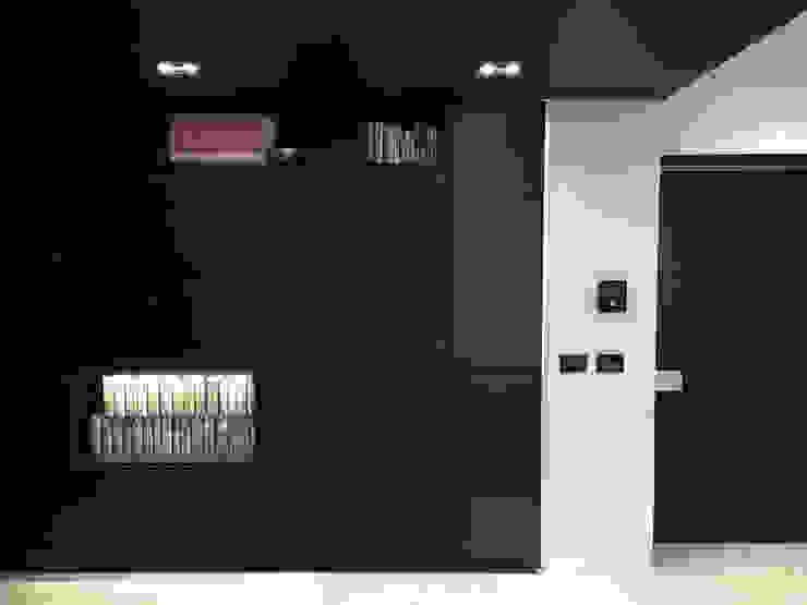 Minimalist corridor, hallway & stairs by Eusebi Arredamenti Minimalist