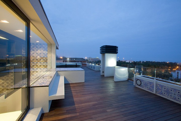 Minimalistyczny balkon, taras i weranda od Eusebi Arredamenti Minimalistyczny
