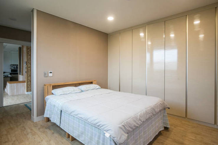 Modern style bedroom by MetaPhora Co.,LTD Modern