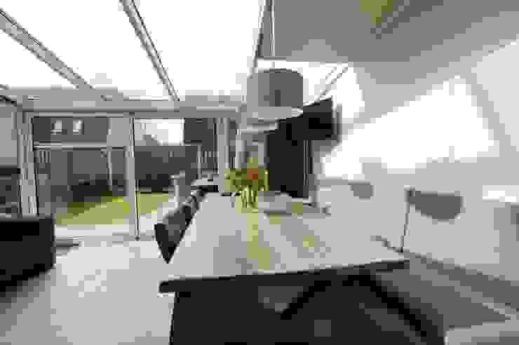 Foto 1 eetkamer/serre Moderne eetkamers van Anne-Carien Interieurarchitect Modern