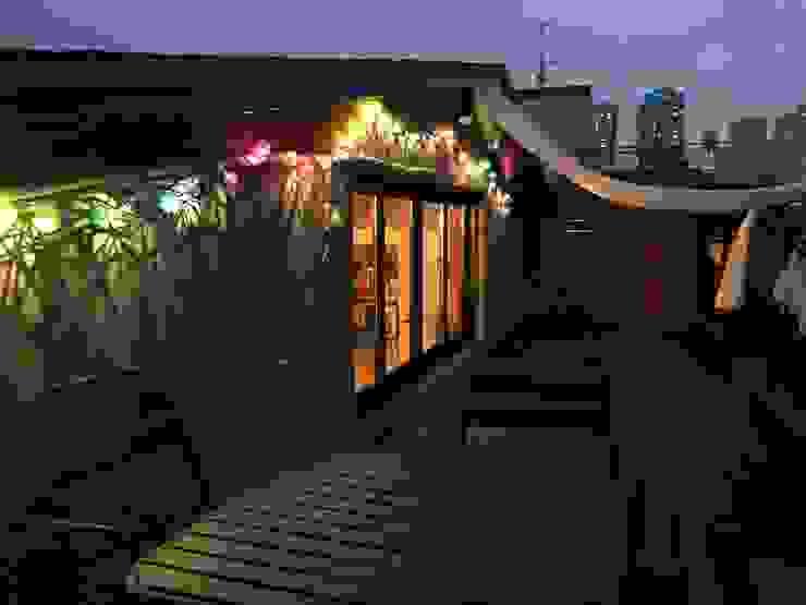 Narae Bar 나래바 캐러멜라운지 모던스타일 발코니, 베란다 & 테라스