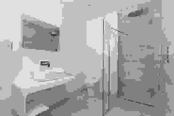 House Renovation Lysia Street, Fulham SW6 Modern Bathroom by APT Renovation Ltd Modern