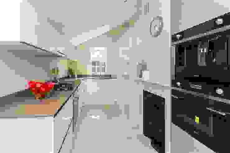 Lillieshall Road, London, SW4 Modern Kitchen by APT Renovation Ltd Modern