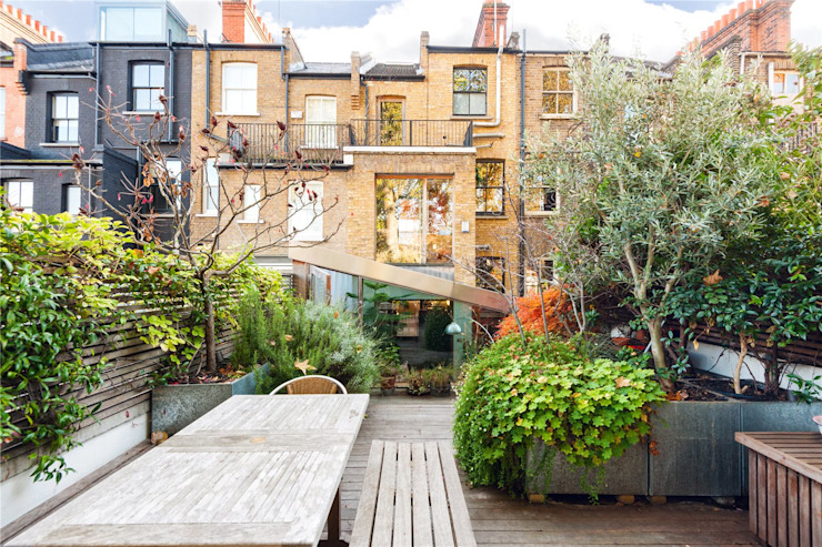 Fashion Street, E1 Modern Garden by APT Renovation Ltd Modern