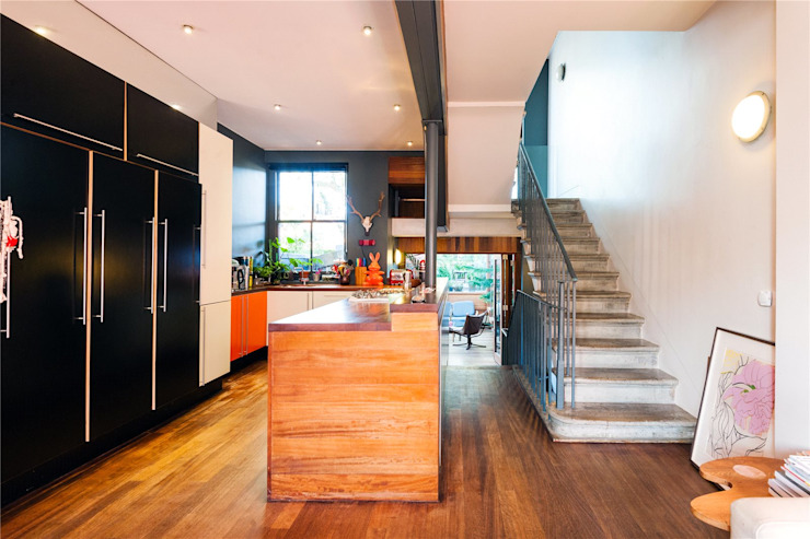 Fashion Street, E1 Modern Corridor, Hallway and Staircase by APT Renovation Ltd Modern