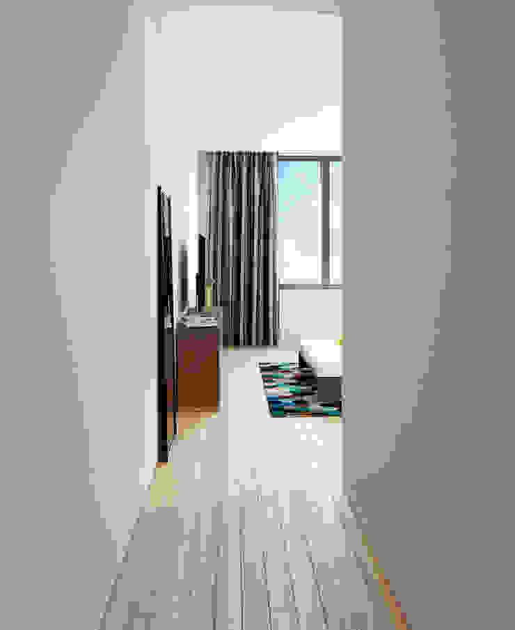 Moradia unifamiliar – Tipologia T4 Esboçosigma, Lda Quartos minimalistas