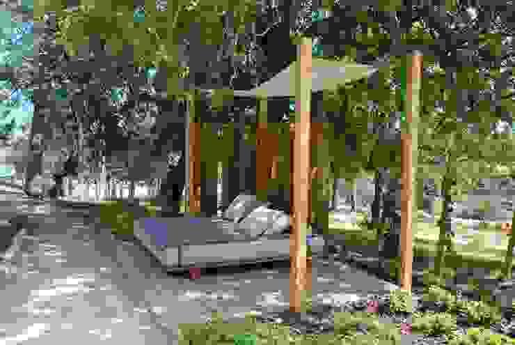 Garden by Verde Esquisso Lda.