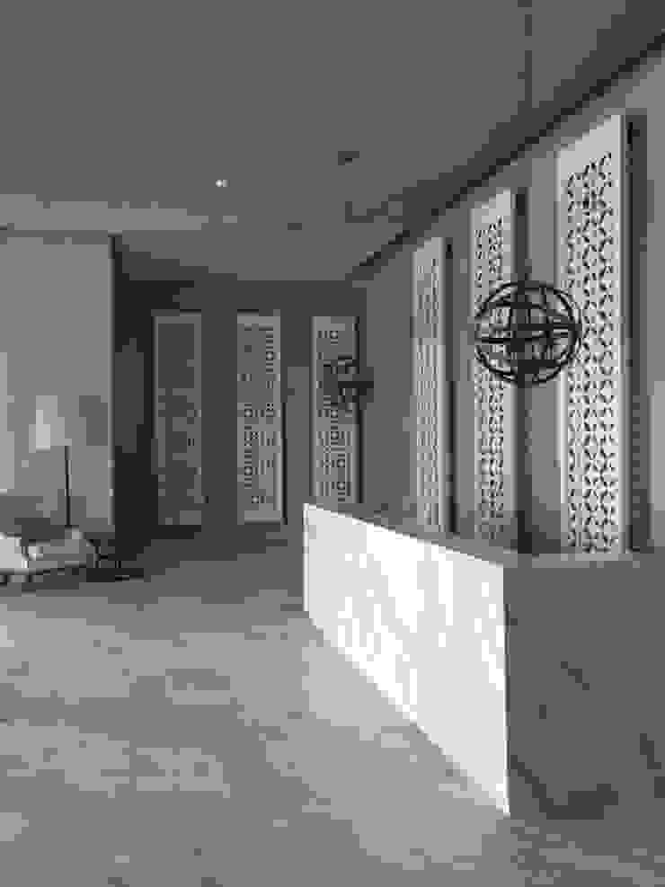 lobby Pasillos, vestíbulos y escaleras de estilo moderno de Ecologik Moderno Mármol