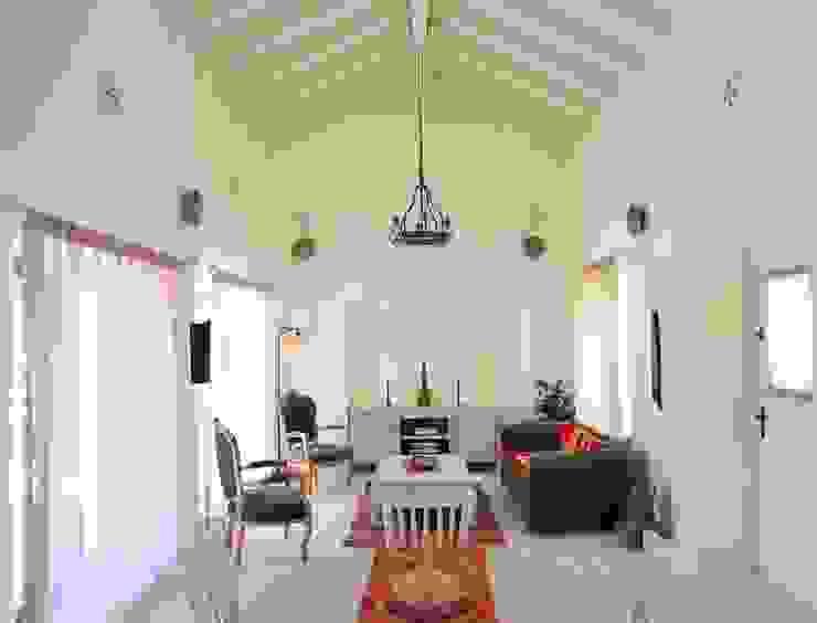Ruang Keluarga Gaya Mediteran Oleh homify Mediteran