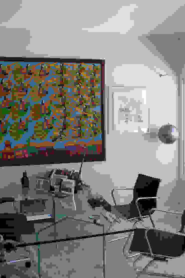 Studio moderno di Rafael Mirza Arquitetura Moderno