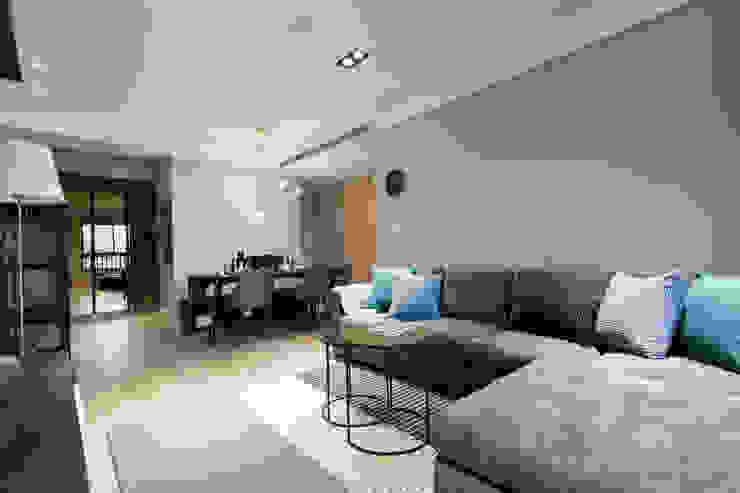 豐悅城-都會風 现代客厅設計點子、靈感 & 圖片 根據 宅即變空間微整形 現代風