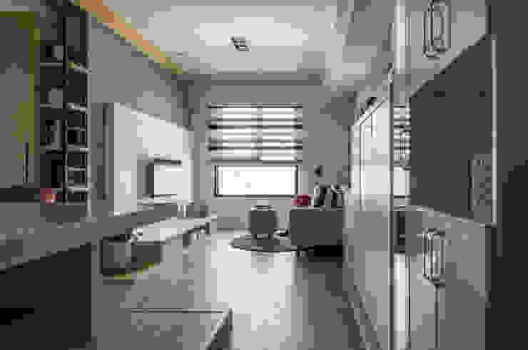 客廳 根據 存果空間設計有限公司 簡約風